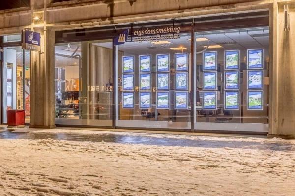 Vindusutstilling med LED - Eigedomsmekling Sogn og Fjordane