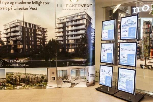 Plakatstativer med LED-display, Sem & Johnsen Eiendomsmegling