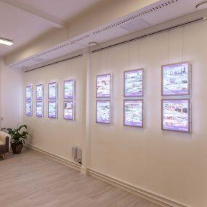 Komplett LED-utstilling med 14 stk. A3 LED-display (Brukt)
